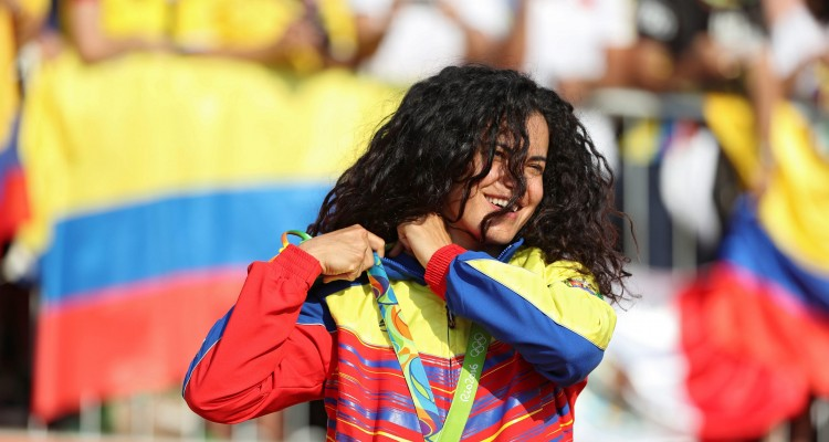 . Rio De Janeiro (Brazil), 19/08/2016.- Bronze medalist Stefany Hernandez of Venezuela reacts on the podium during the medal ceremony for the women's BMX Cycling competition of the Rio 2016 Olympic Games at the Olympic BMX Centre in Rio de Janeiro, Brazil, 19 August 2016. (Brasil, Ciclismo, Ciclismo bmx) EFE/EPA/FAZRY ISMAIL BRAZIL RIO 2016 OLYMPIC GAMES