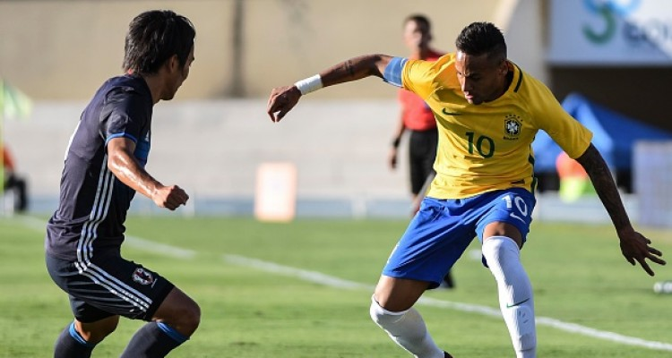 GOIANIA, BRAZIL - JULY 30:  Neymar Jr of Brazil drives the ball during a U-23 match between Brazil and Japan at Serra Dourada Stadium on July 30, 2016 in Goiania, Brazil. (Photo by Ricardo Botelho/Brazil Photo Press/LatinContent/Getty Images)