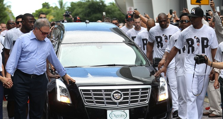 MIAMI, FL - SEPTEMBER 28: Miami Marlins owner, Jeffrey Loria, (L) along with players and other members of the Marlins organization and their fans walk next to the hearse carrying Miami Marlins pitcher Jose Fernandez as they pay their respects as they pass in front of the Marlins baseball stadium on September 28, 2016 in Miami, Florida. Mr. Fernandez was killed in a weekend boat crash in Miami Beach along with two friends.   Joe Raedle/Getty Images/AFP