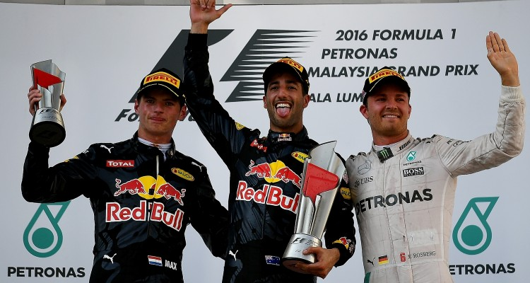 Second-placed Red Bull Racing's Belgian-Dutch driver Max Verstappen (L), champion Red Bull Racing's Australian driver Daniel Ricciardo (C) and third-placed Mercedes AMG Petronas F1 Team's German driver Nico Rosberg (R) celebrate on the podium during the Formula One Malaysian Grand Prix in Sepang on October 2, 2016. / AFP PHOTO / MANAN VATSYAYANA