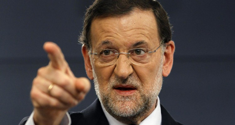 Spain's Prime Minister Mariano Rajoy gestures during a news conference at Madrid's Moncloa Palace August 3, 2012. Spain inched closer to seeking a sovereign bailout on Friday as Rajoy opened the door to a request, although he said he needed first to know the attached conditions as well as the form the rescue would take. REUTERS/Susana Vera (SPAIN - Tags: POLITICS BUSINESS) EUROZONE/SPAIN-BAILOUT