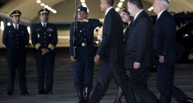 US President Barack Obama arrives at Jorge Chavez International Airport November 18, 2016 in Lima to attend the Asia-Pacific Economic Cooperation (APEC) Summit on November 19, 2016. The summit of top world leaders was urged to defend free trade from rising protectionism after Donald Trump's election victory stoked fears that years of tearing down barriers to global commerce could be reversed. / AFP PHOTO / Brendan Smialowski