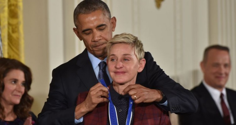 US President Barack Obama presents actress and comedian Ellen DeGeneres with the Presidential Medal of Freedom, the nation's highest civilian honor, during a ceremony honoring 21 recipients, in the East Room of the White House in Washington, DC, November 22, 2016. / AFP / Nicholas Kamm