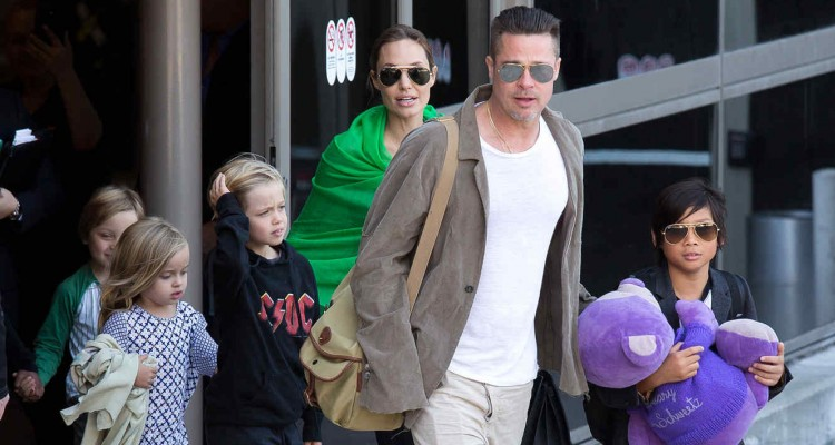 LOS ANGELES, CA - FEBRUARY 05:  Brad Pitt and Angelina Jolie are seen after landing at Los Angeles International Airport with their children, Pax Jolie-Pitt, Shiloh Jolie-Pitt, Vivienne Jolie-Pitt and Knox Jolie-Pitt on February 05, 2014 in Los Angeles, California.  (Photo by GVK/Bauer-Griffin/GC Images)