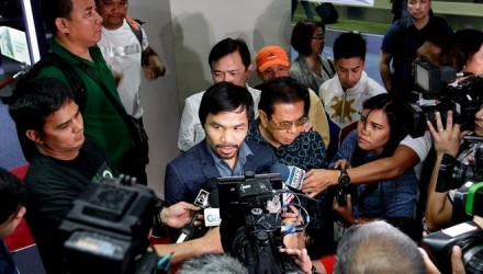Manny-Pacquiao-Floyd-Mayweather-Jr_975512526_13131771_667x375