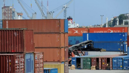 puerto_containers_afp_980x600